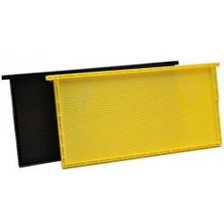 Plastový rámeček s integrovanou plastovou mezistěnou